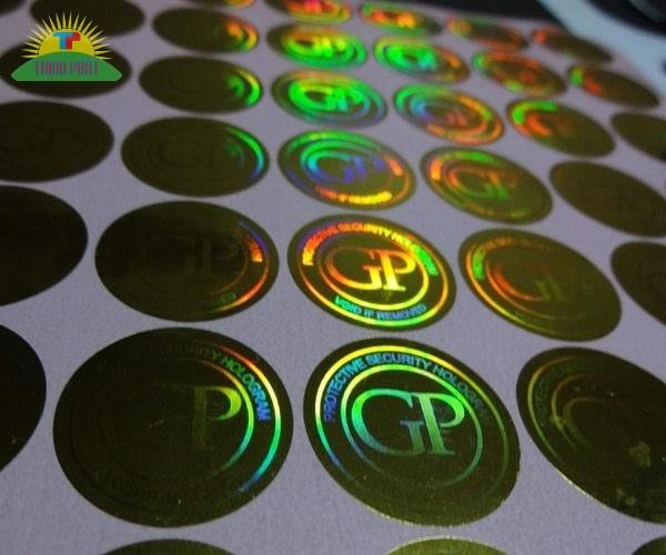 Khi nhìn tem 7 màu ở nhiều góc độ sẽ thấy các màu sắc khác nhau