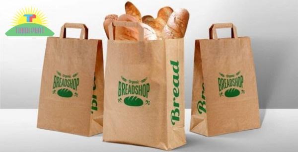 In hình, logo, món ăn lên túi giấy cũng là một cách giúp gây ấn tượng với khách hàng