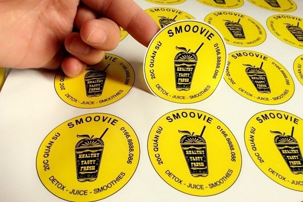 In sticker decal hình tròn cho quán sinh tố SMOOVIE