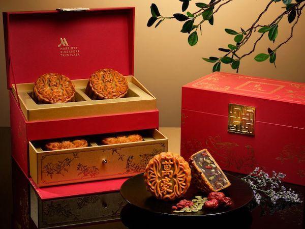 Mẫu 6: Hộp bánh Trung thu lấy cảm hứng từ những chiếc rương quý tộc